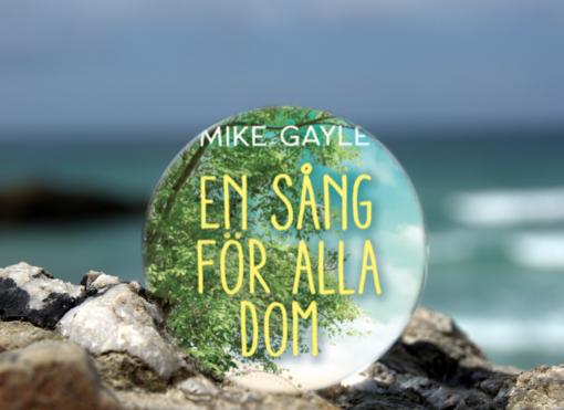 Omslaget till boken En sång för alla dom av Mike Gayle inuti en liten glaskula som är på en havsklippa med havet i bakgrunden.